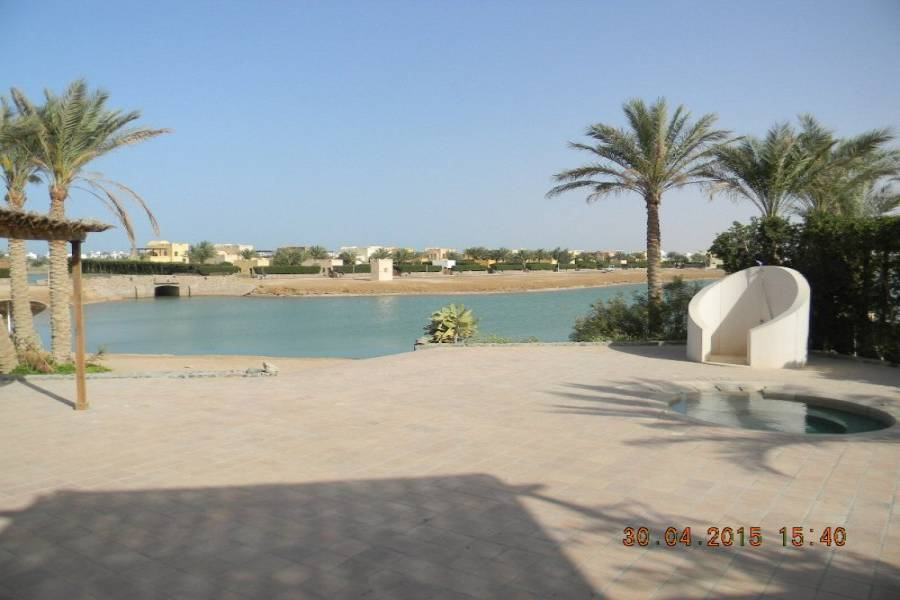 Lovely 4 Bedroom Villa in West Golf With Private Jacuzzi and Jetty For Sale In El Gouna