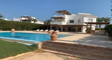 4 Bedroom White Villa Phase 5 For Sale In El Gouna